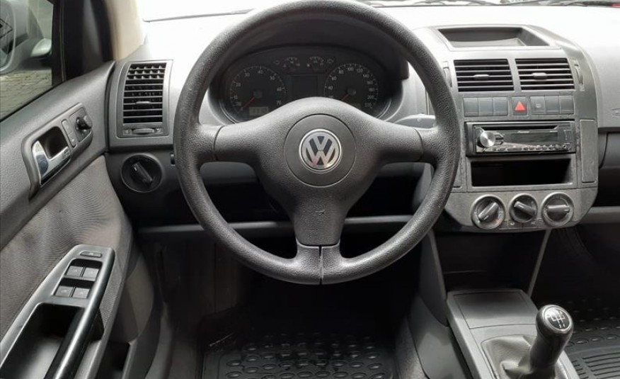 VOLKSWAGEN POLO SEDAN 1.6 8V 2004/2005